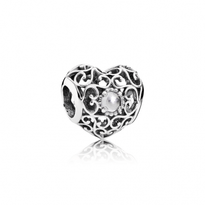 Pandora April Signature Heart, Rock Crystal